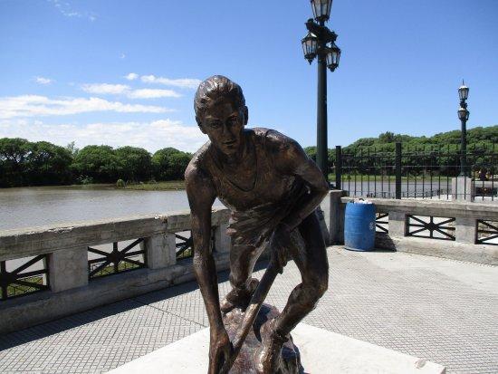 Monumento a Luciana Aymar
