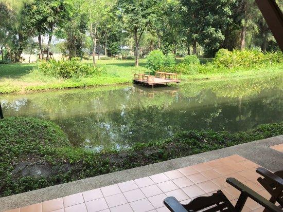 Felix River Kwai Resort - Kanchanaburi: Ground floor patio area from room
