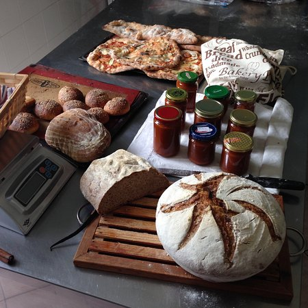 ‪‪Pinasca‬, إيطاليا: Our hand made sourdough bread, jams and pizza too‬