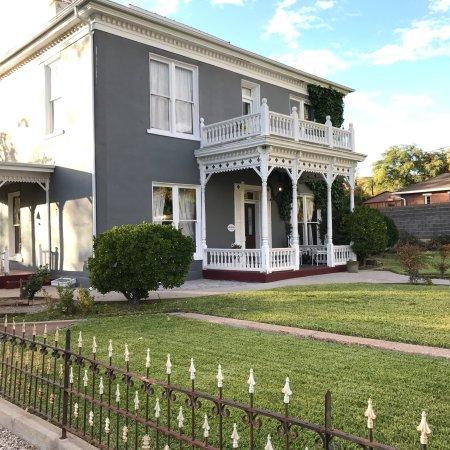 Seven Wives Inn: photo0.jpg