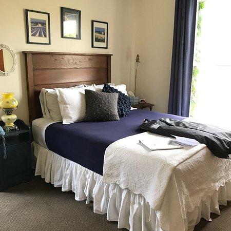 Seven Wives Inn: photo1.jpg