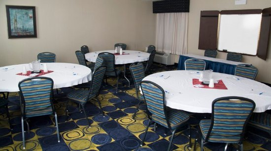 Holiday Inn Express & Suites - York : Meeting room