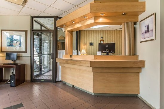Quality Hotel & Suites: Lobby