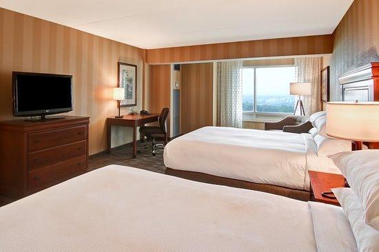 DoubleTree Fallsview Resort & Spa by Hilton - Niagara Falls: Guest room