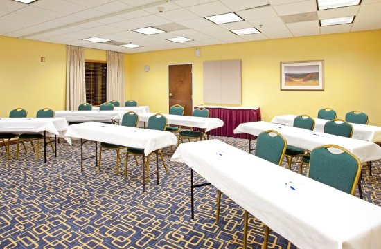 Hotels With Meeting Room Airport Shuttle Service Breakfast Included