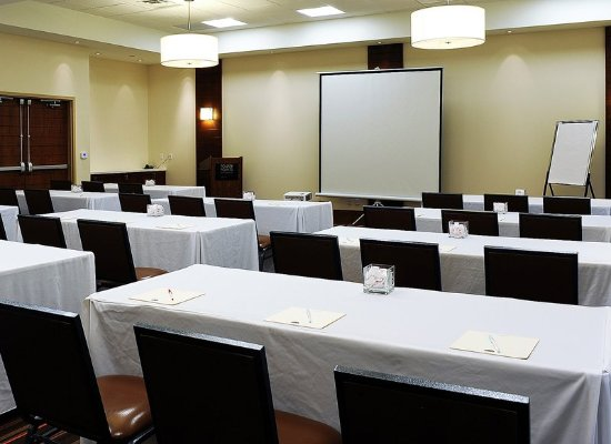 Four Points by Sheraton Cambridge / Kitchener: Meeting room
