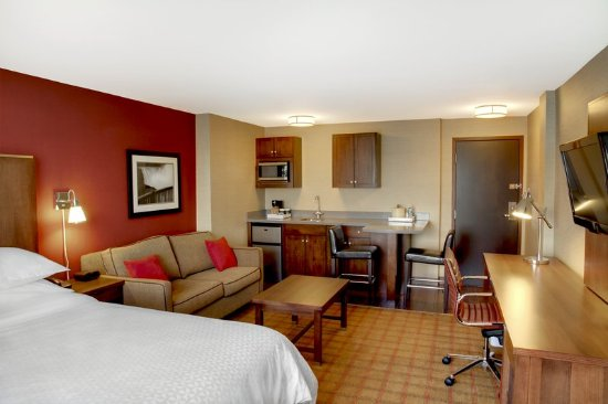 Four Points by Sheraton Niagara Falls: Guest room