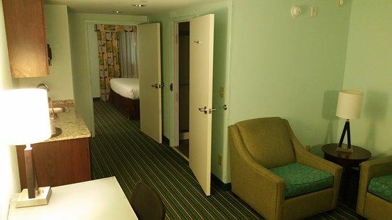 Holiday Inn Express Hotel & Suites Norfolk International Airport: King Suite