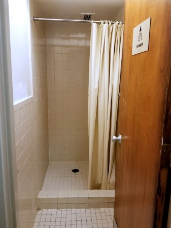 Seafarers & International House: Shared shower. Located directly across from guest rooms.