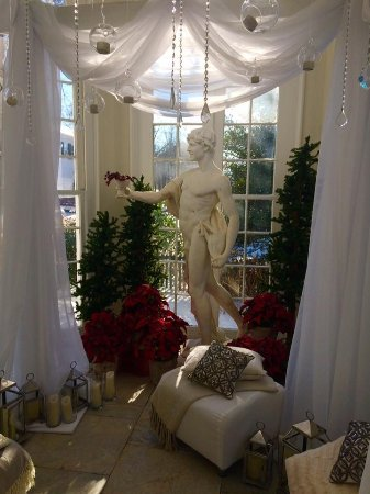 Bristol, RI: Sights of Linden Place decorated for the holidays!