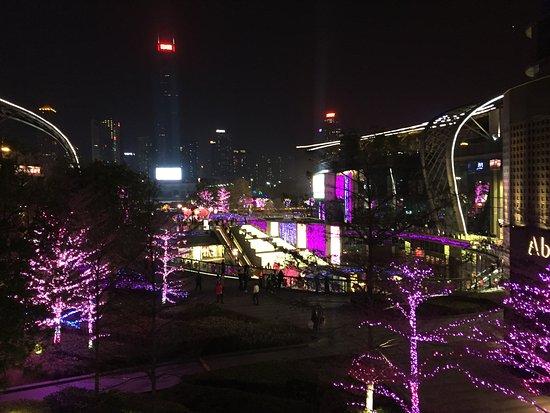 Guangzhou Marriott Hotel Tianhe: Shopping esplanade near the hotel