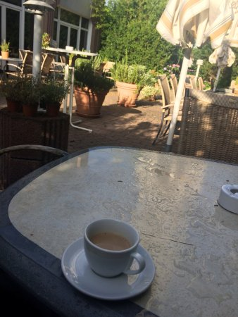 Landhotel Johanneshof: 庭で朝食がとれる。