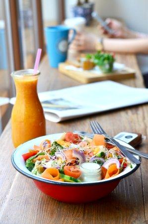 Klimatyczne wnętrze, zdrowe, świeże posiłki :)