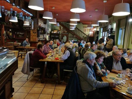 Canyelles, Ισπανία: Salón a pie de calle