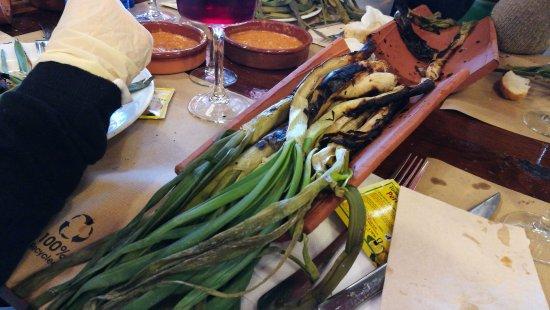 Canyelles, Ισπανία: Calçots (ya íbamos buenos.....)