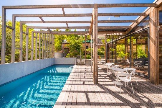 Pergola terrasse piscine cr dit photo a brusini la residence nou cinq le gosier tripadvisor - Pergola piscine ...