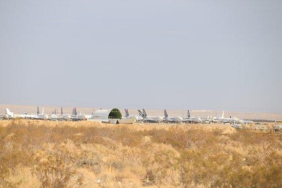 Mojave, CA: 解体された機体