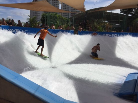 Piscina de surf picture of thermas dos laranjais for Piscina olimpia sabadell 2018