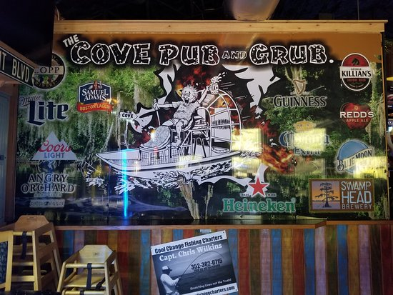 The Cove Pub and Grub: Come by airboat, seaplane, pleasure craft or car!