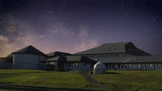 Schull, أيرلندا: Schull planetarium at nightime