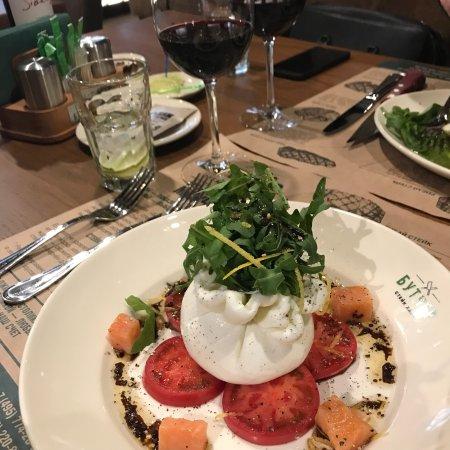 Butcher Steak House : Помимо шикарных стейков на любой, даже самый притязательный вкус, здесь очень вкусные салаты...