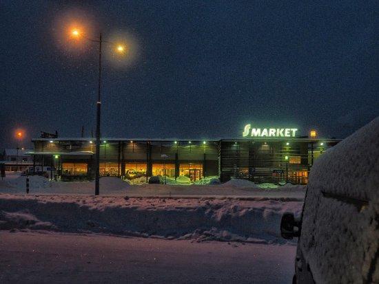 Hotel Kultahippu: S Market across the road