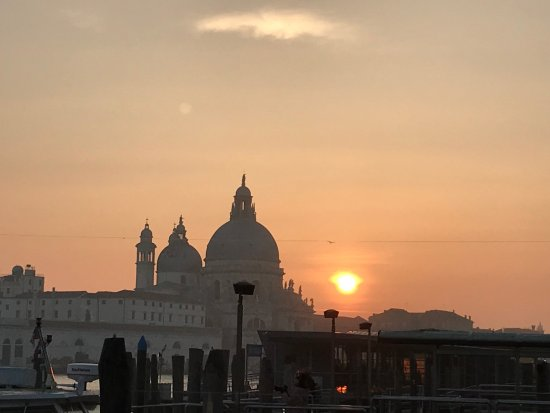 Punta della Dogana: coucher de soleil
