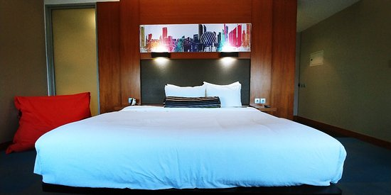 Aloft Abu Dhabi: Great room but sadly another failing ex Starwood