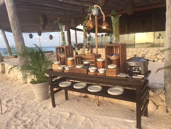 Presidente Inter-Continental Cozumel Resort & Spa: Private dining arranged on beach