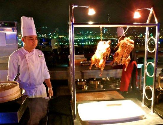 The Meydan Hotel: Dinner auf der Dachterrasse