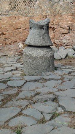 Ostia Antica, Italie : moulin à céréales