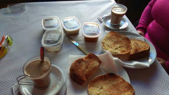 Algar, Spanyol: Desayuno.