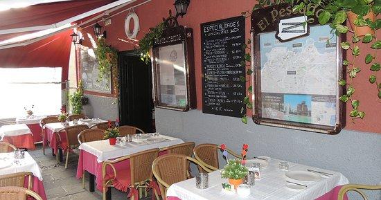 La terraza cubierta del restaurante