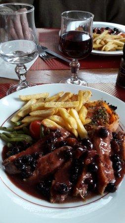 Marmagne, France: magret sauce sucrée acidulée