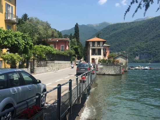 Laglio, Italien: Small, quiet street separating Da Luciano from the lake