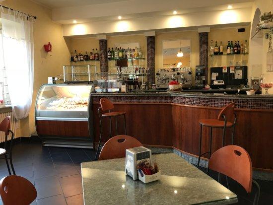 Bagnolo Piemonte, Italie : bar