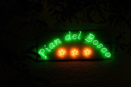 Neon faro srl insegna per capannoni neon faro srl