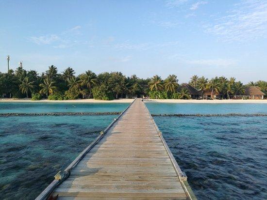 Vakarufalhi Maldives: vue du ponton vers la réception