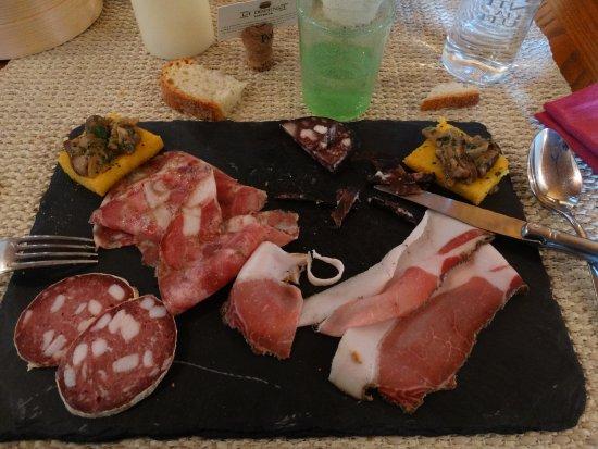 "Altopascio, Italien: salumi artigianali toscani (prelibata la ""groppa"" di maiale)"