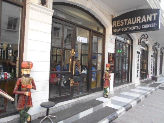 Hotel Ajanta: Utanför hotellets restaurang.
