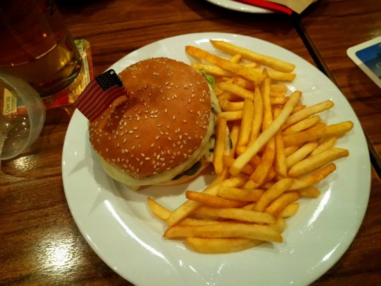 Kusterdingen, Germany: Kinderportion, Cheesburger mit Pommes