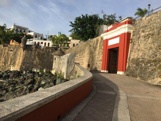 Puerta de San Juan: San Juan Gate