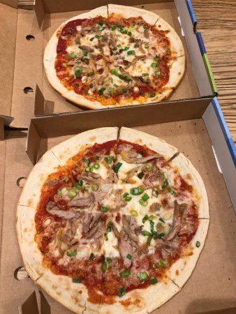 Cookham, UK: GF duck pizzas minus the hoisin and hardly any duck