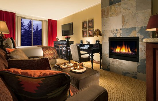 The Lodge at Jackson Hole: Premier King with Fireplace