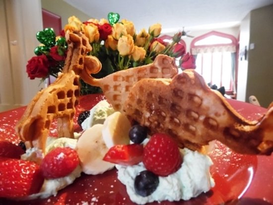 Newark, NY: Zoo Waffles for our Little Guests