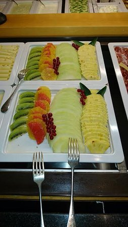 Hotel Waldhaus Am See: Ripe and delicious fresh fruits served at the Waldhaus am See
