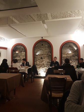 Flavio Al Velavevodetto: Les murs sont adossés aux murailles de déchets d'amphores