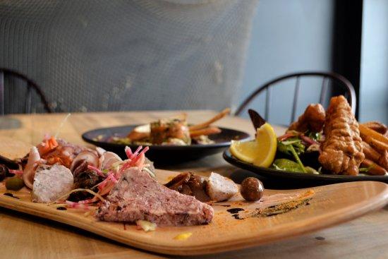 Corsaire Pub: Petits plats entre amis