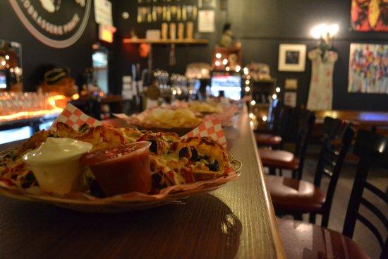 Corsaire Pub: Viens prendre une place au comptoir!