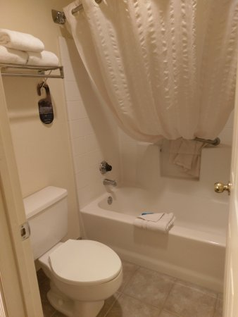 Eagar, AZ: Bathtub/shower & toilet room